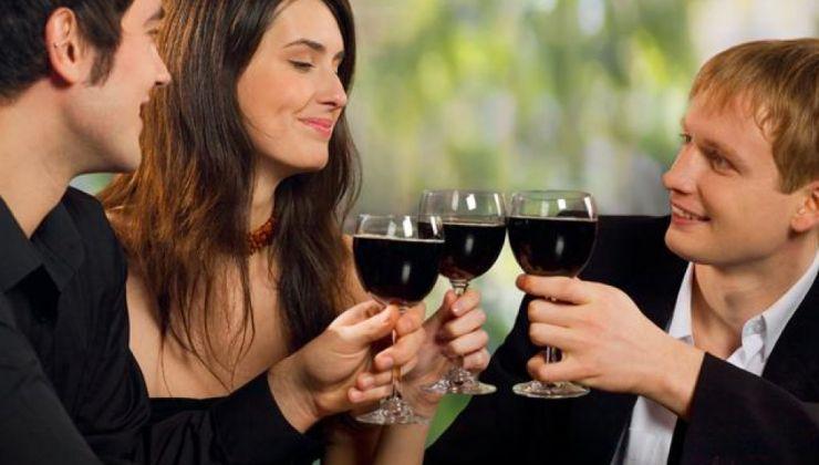 Tirer son épingle du jeu lors d'un repas entre célibataires