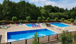 vacances-laguiole-piscine.jpg